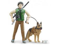 Figurine garde forestier avec chien et accessoires BRUDER 62660